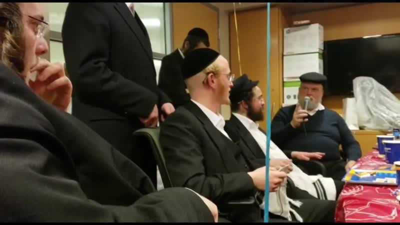 Michoel Schnitzler being mesameach on chanukah מיכאל שניצלער משמח בבית חולים