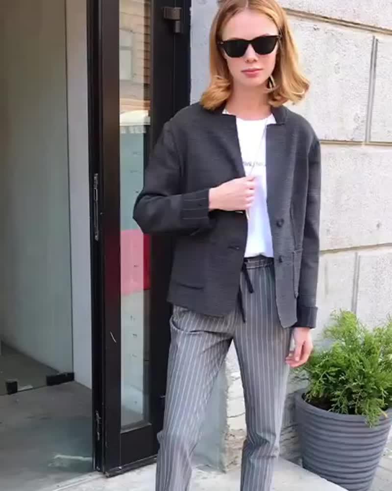 Жакет свободного кроя, брюки в полоску и базовая, белая футболка. Стильный образ на любую погоду🌞☔️⛅️🌪