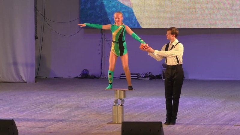 Цирковой эквилибр на катушках Екатеринбургский цирк Арлекино