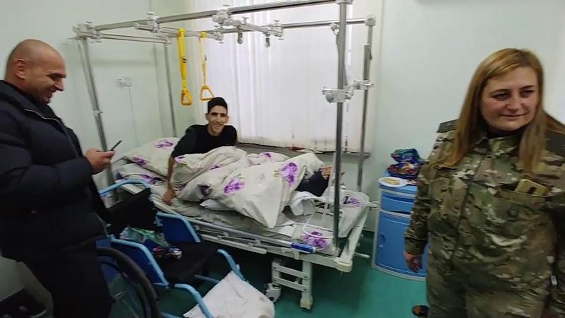 Посещение раненных солдат в военном госпитале Мурацан в Ереване