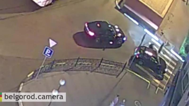 Вечером 12 августа в районе остановки Родина велосипедист столкнулся с автомобилем на зебре.педист на капоте. Остановка Роди