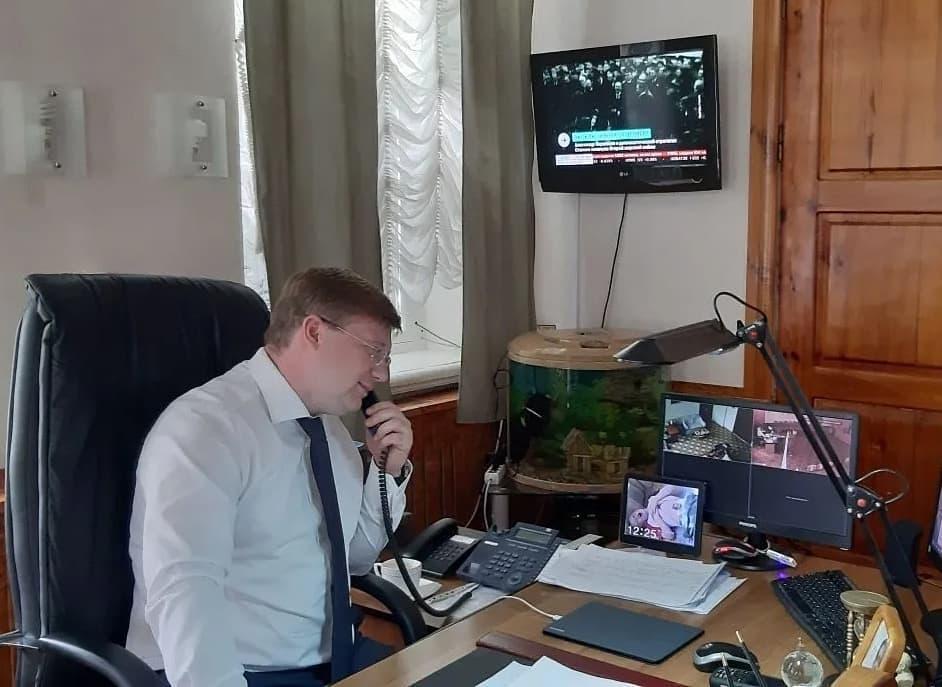 Сегодня глава Петровского района Денис Фадеев поздравил с Днём Победы петровских ветеранов - участников и инвалидов Великой Отечественной войны