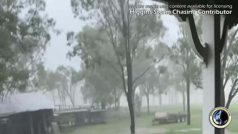 Близкий удар молнии в Форест Хилл (Австралия, штат Квинсленд, 6 января 2021).
