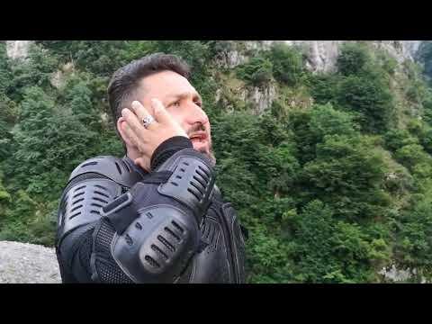 Dağa taşa kuran okuyan adam Haşr suresi Qari İbrahim Demirhan doğada kuran ormanda kuran 2