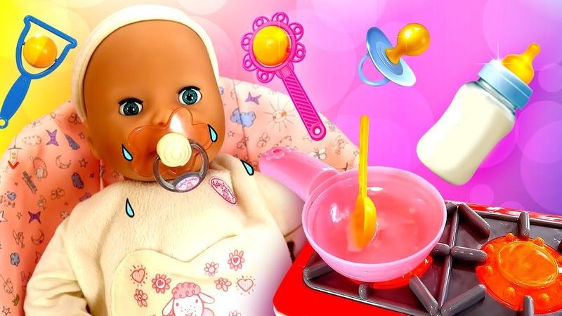 Vamos descobrir porque a boneca bebê está chorando Vídeo de menina com brinquedos em português