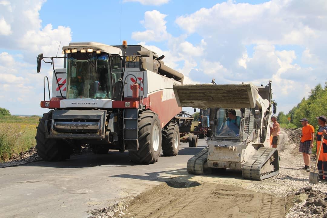 18 октября - День работников дорожного хозяйства. Дорожников Петровского района поздравляет глава муниципалитета Денис Фадеев
