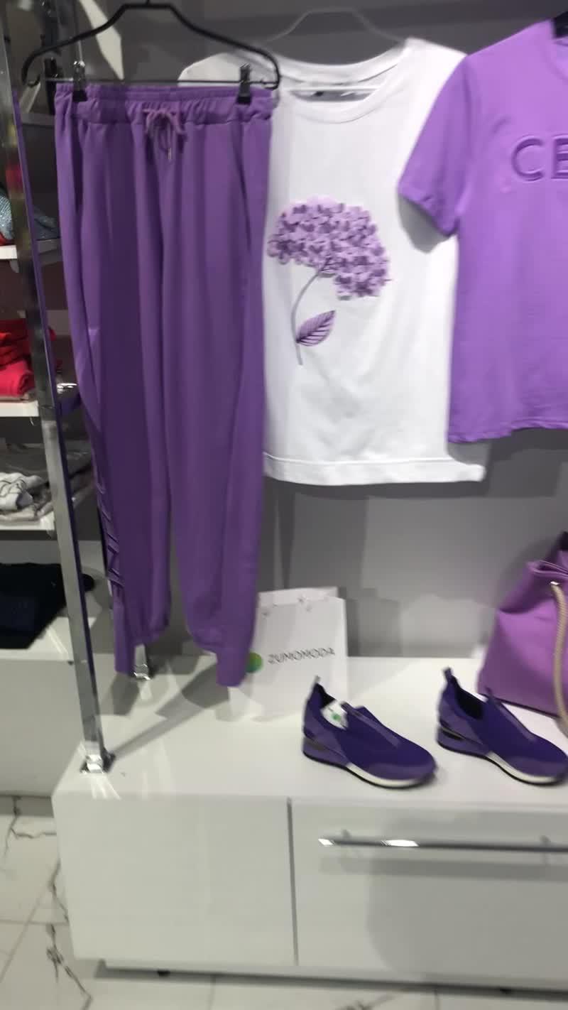 Футболка гортензия чёрная и белая и костюм фиолетовый