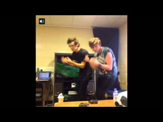 Harry Styles Dancing With Ashton From 5SOS
