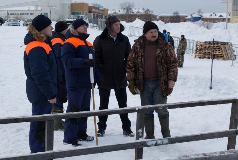Крещенские купания: лёд на реках Ухты стал ещё крепче, изображение №9