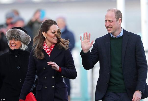 Кейт Миддлтон и принц Уильям приехали в Уэльс на встречу со спасателями