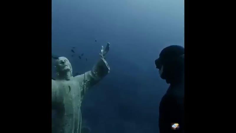 Христос из Бездны Статуя в водах Итальянской Ривьеры