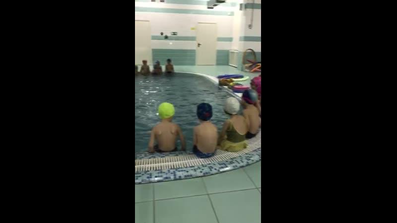 Тренер по плаванью и наша группа Паравозик