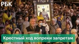«Уповаем на господа»: тысячи верующих в Екатеринбурге вышли на крестный ход вопреки ограничениям