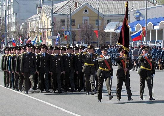 В Йошкар-Оле более тысячи военных приступили к тренировкам парада Победы
