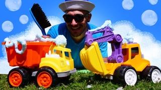 ¡Un lavado de autos para los vehículos de construcción! Vídeos para niños y coches de juguete