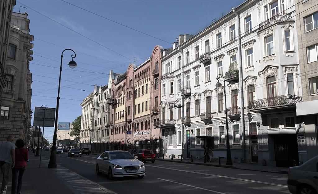 Каменноостровский проспект в Санкт-Петербурге 2020