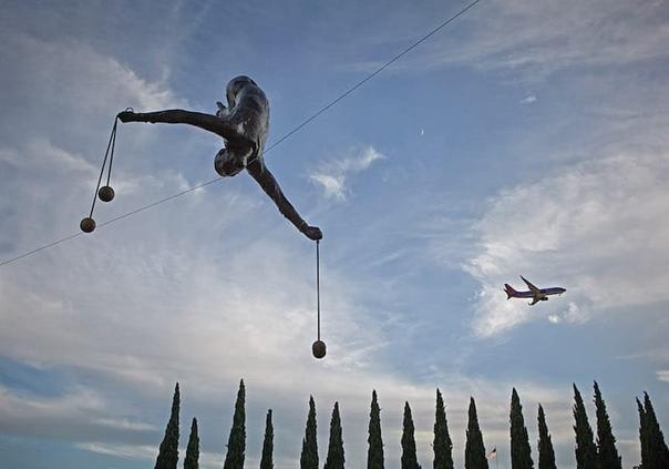 «Балансирующие скульптуры» Ежи Кедзера
