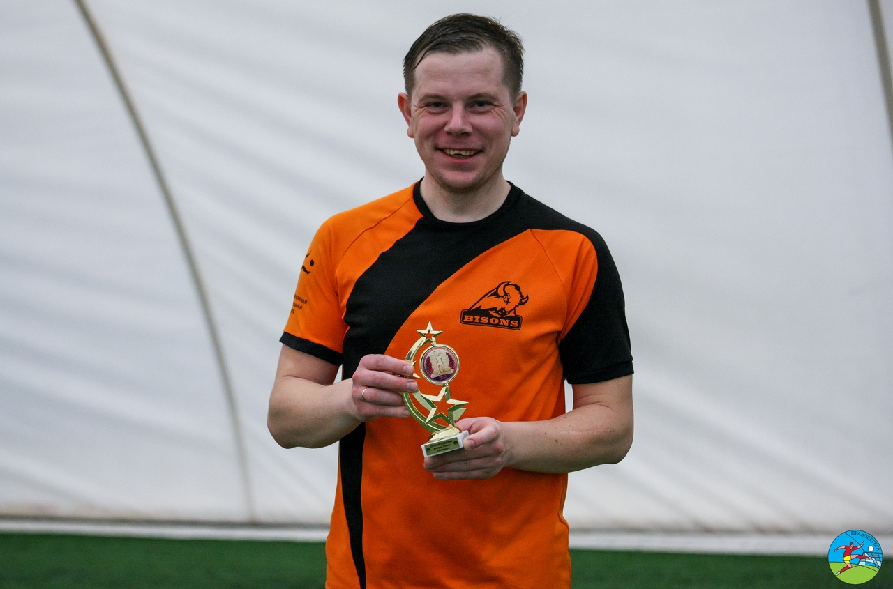 Валерий Беляев (Бизоны) - лучший защитник дивизиона Свирида.