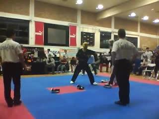 Два друга устроили жесткий бой