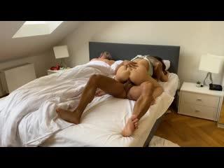 Трахает чужую жену пока муж спит бухой [порно, секс, трахает, русское, инцест, мамка, домашнее]