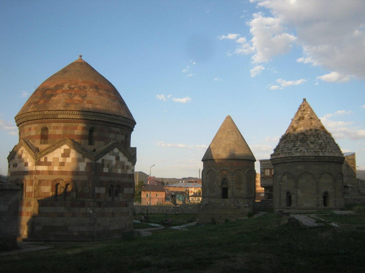 Старинные кюмбеты в Эрзуруме