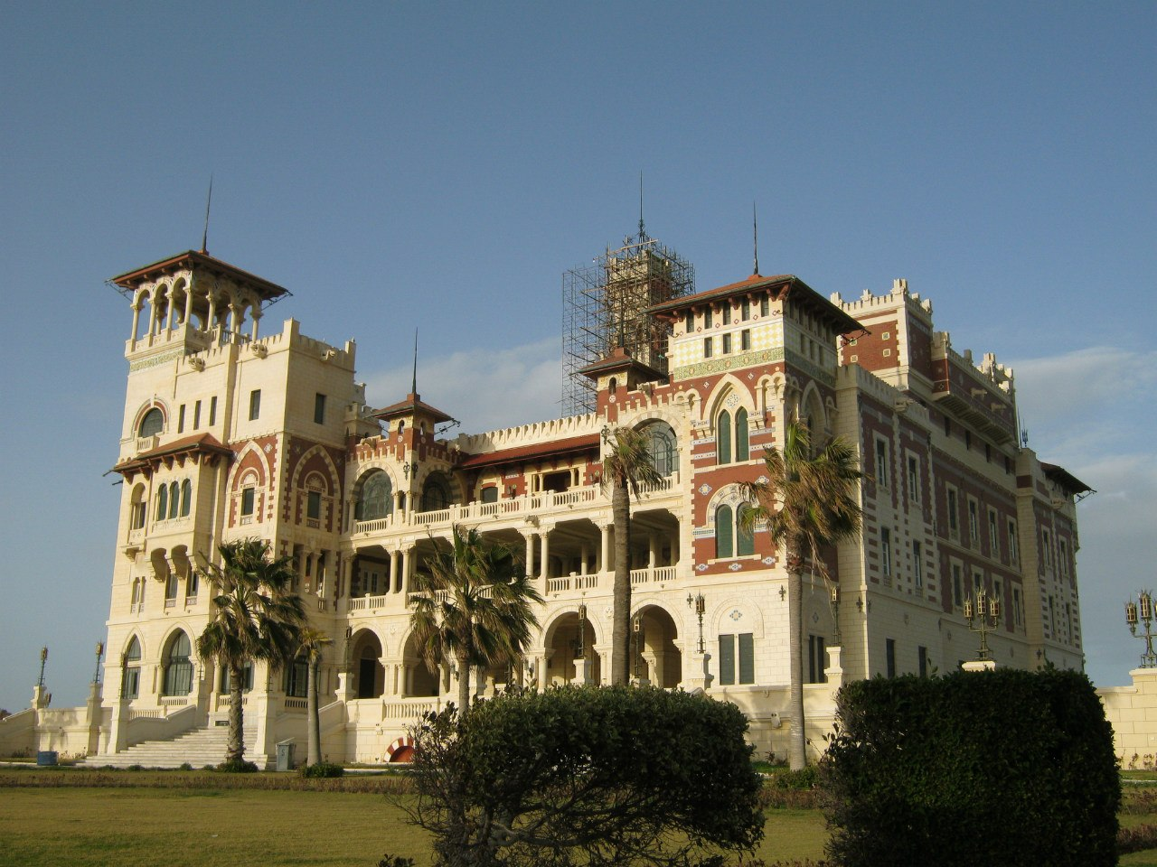 дворец султана в парке Монтаза
