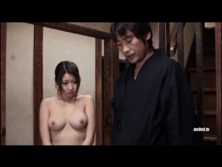 Японскую цыпочку насильно раздели и заставили убираться дома голой