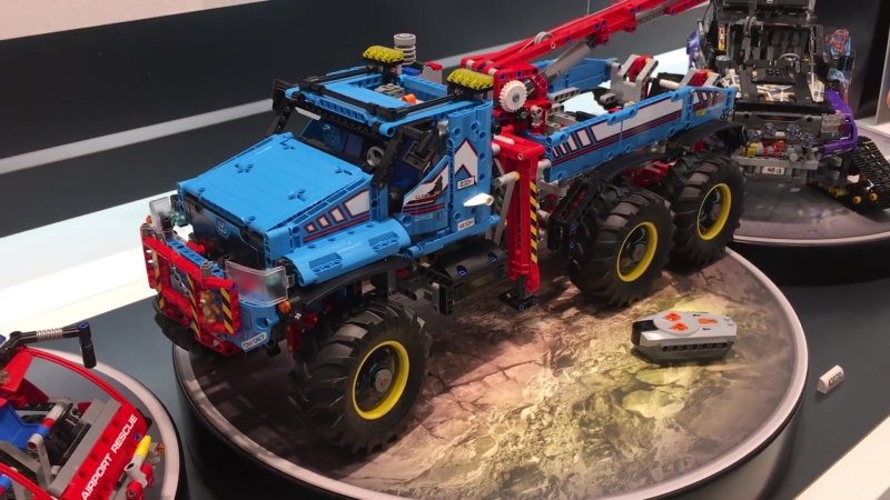 LEGO Technic 42070, 42068 and 42069 at TOY FAIR 2017 Spielwarenmesse 6x6 All Terrain Tow Truck