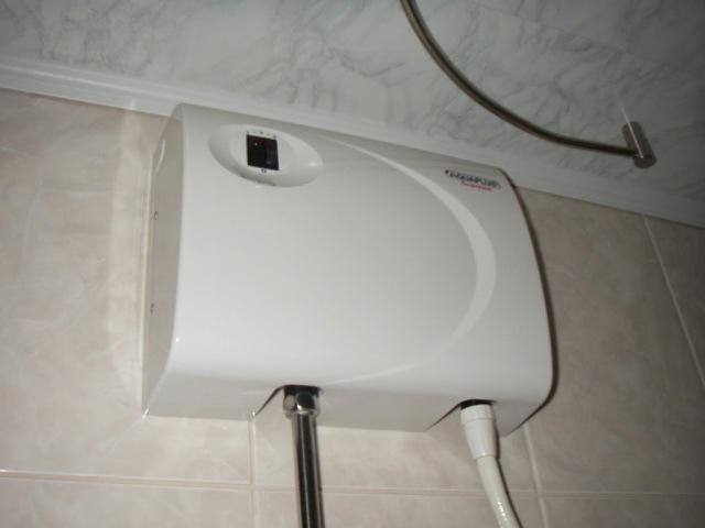 Проточный водонагреватель электрический в работе