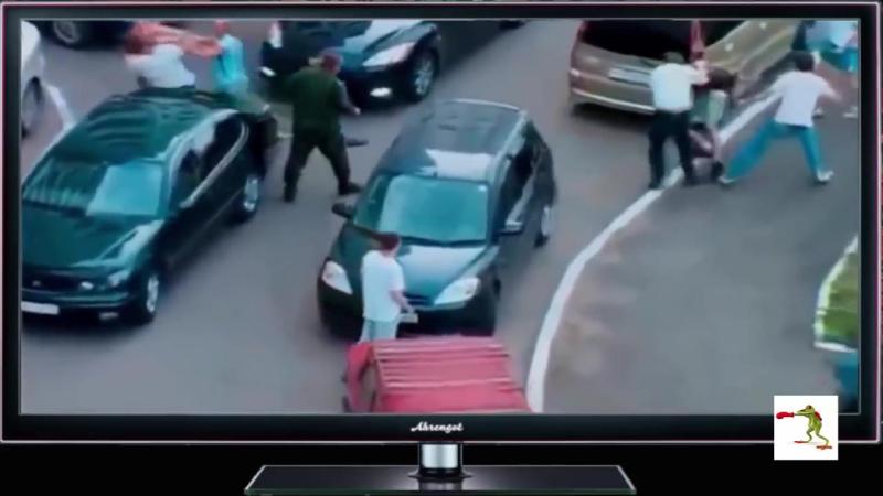 Uliczne BRUTALNE WALKI bez zasad na drogach Rosji Walki kierowców MORDOBICIE