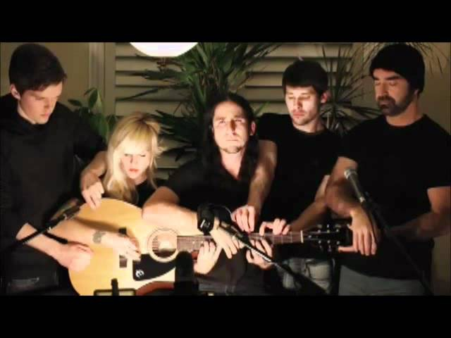 Five peop play cover in one guitar Gotye Somebody That I Used To Know feat Kimbra