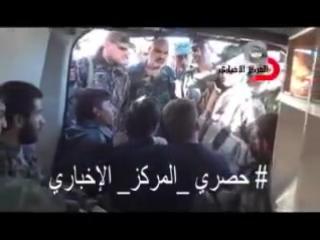 полковник сухейль аль хассан на авиабазе Кувейрис алеппо встречается  с ранеными героями