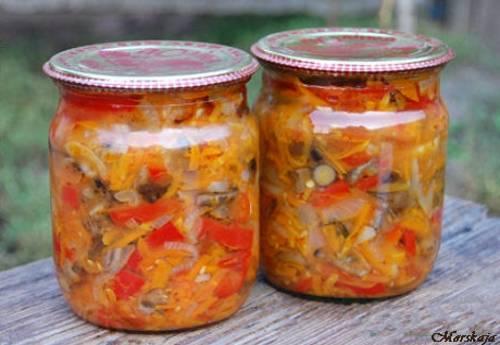 Рецепт грибной солянки с капустой на зиму Фото: webspoon.ruНа 4-5 баночек по 0,5л:1 кг белокочанной капустыпо 500 г помидоров, моркови и лука400 г свежих подосиновиковпо 300 г маслят и