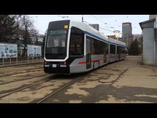 В Самаре новый трамвай УКВЗ выпустили из городского трамвайного депо. 28 марта 2016 г.