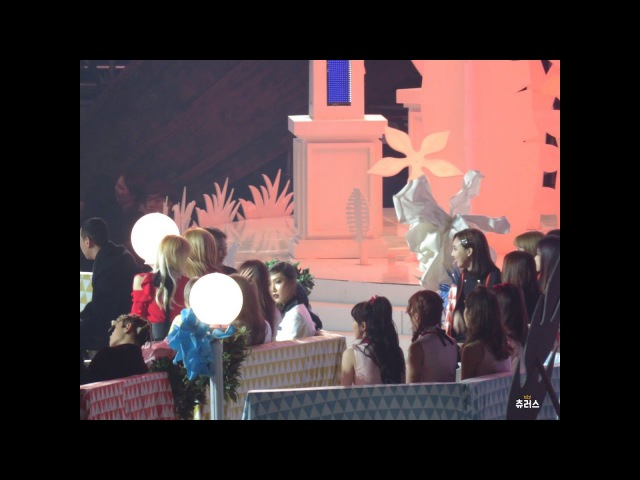 [HD Fancam] 161119 EXO, BLACK PINK, TWICE, BTS Interaction Off-stage @ MMA