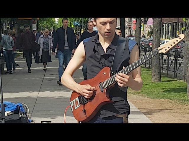 Крутой рок н ролл на Невском проспекте в солнечный летний день