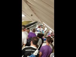 Hinchas antes del juventus vs real madrid en el metro! 😄