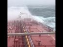 Итальянский танкер в шторм у побережья Ирландии ( пост-тропический циклон Офелия, 16.10.2017)