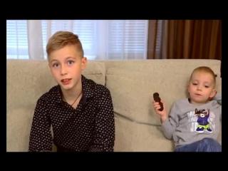 старший братишка решил разыграть малого подсунув ему какашку братишка я тебе покушать принес хаха пранк сракамакафо 2018 приколы