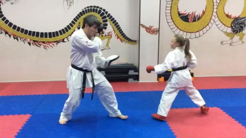 Индивидуальная тренировка по каратэ 🥋 Тренер Губиров Сослан Арсеньевич🏆ученица Гуреева Виктория 👊🏻