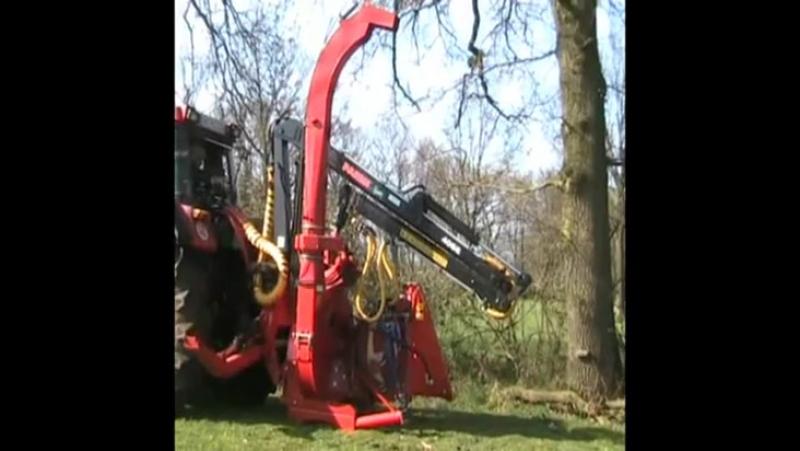Рубительная машина FARMI FOREST с манипулятором