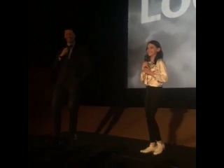 Dafne Keen and Hugh Jackman in the premiere of Logan Noir    Video from the first row