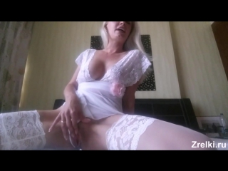 Зрелая роскошная сисястая мамаша в чулках с красивой задницей Домашнее порно Mature sexy skinny mommy babe in stockings