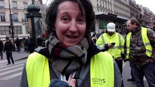 Une infirmière en Gilet Jaune passe un message salé à Emmanuel Macron
