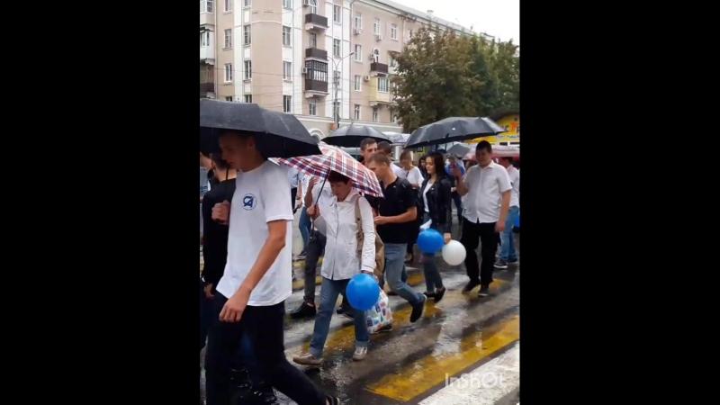 День города Каменск Шахтинского стартовал с праздничного шествия коллективов предприятий и организаций города. Дождь и лужи н