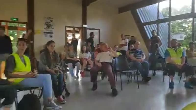 Quotidienne de gilet jaune avec un public au Havre partager