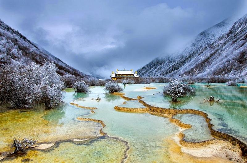 Травертиновые террасы долины Хуанлун, Китай