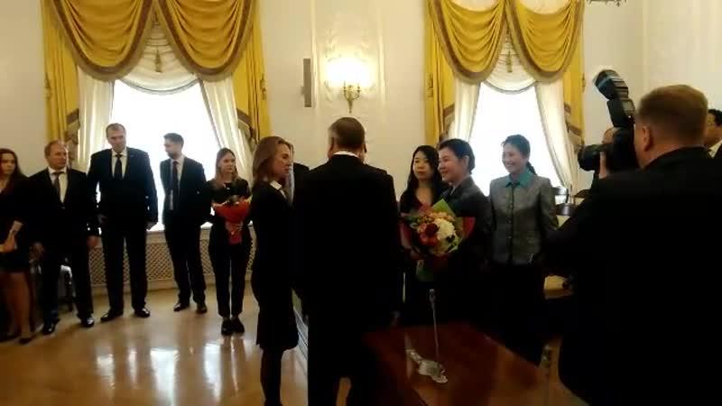 В Смольном Беглов встретился с госпожой Хэ Жун