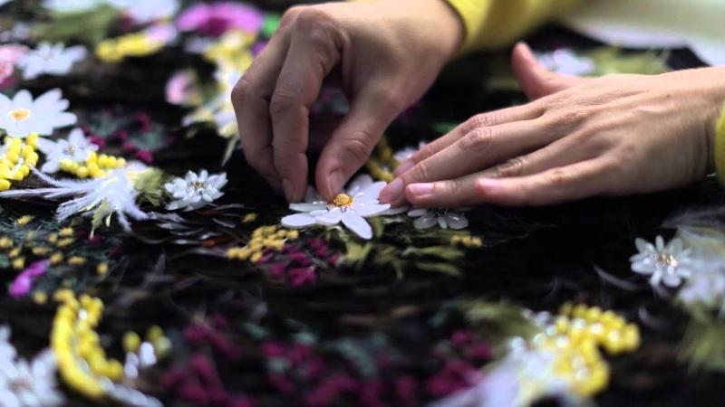 Le savoir-faire des artisans Chanel mis en lumière