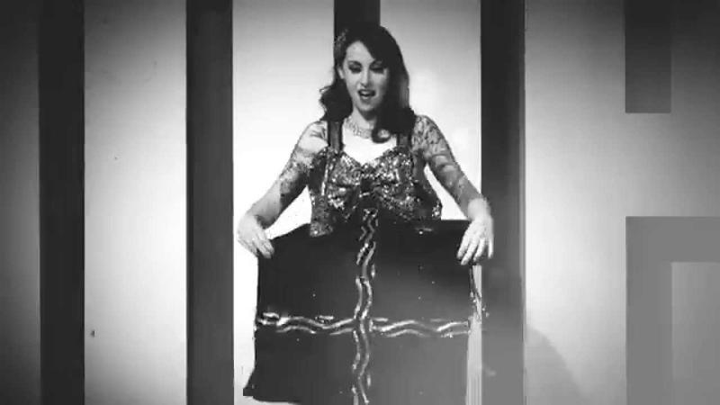Scarlett Daggers The Present Burlesque act